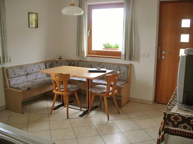 Appartamenti a castelrotto vacanze nel cuore delle dolomiti - Panca angolare cucina ...